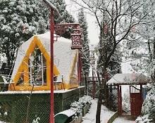 武当小院雪中的星空帐篷